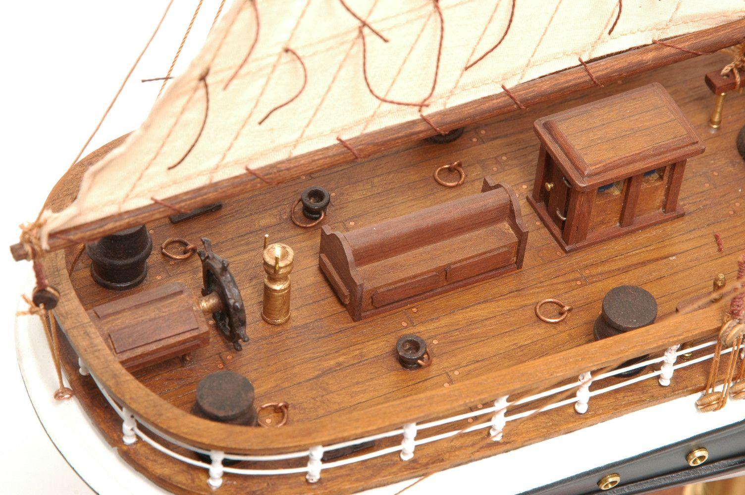 573-7226-Dunedin-Model-Ship-Premier-Range
