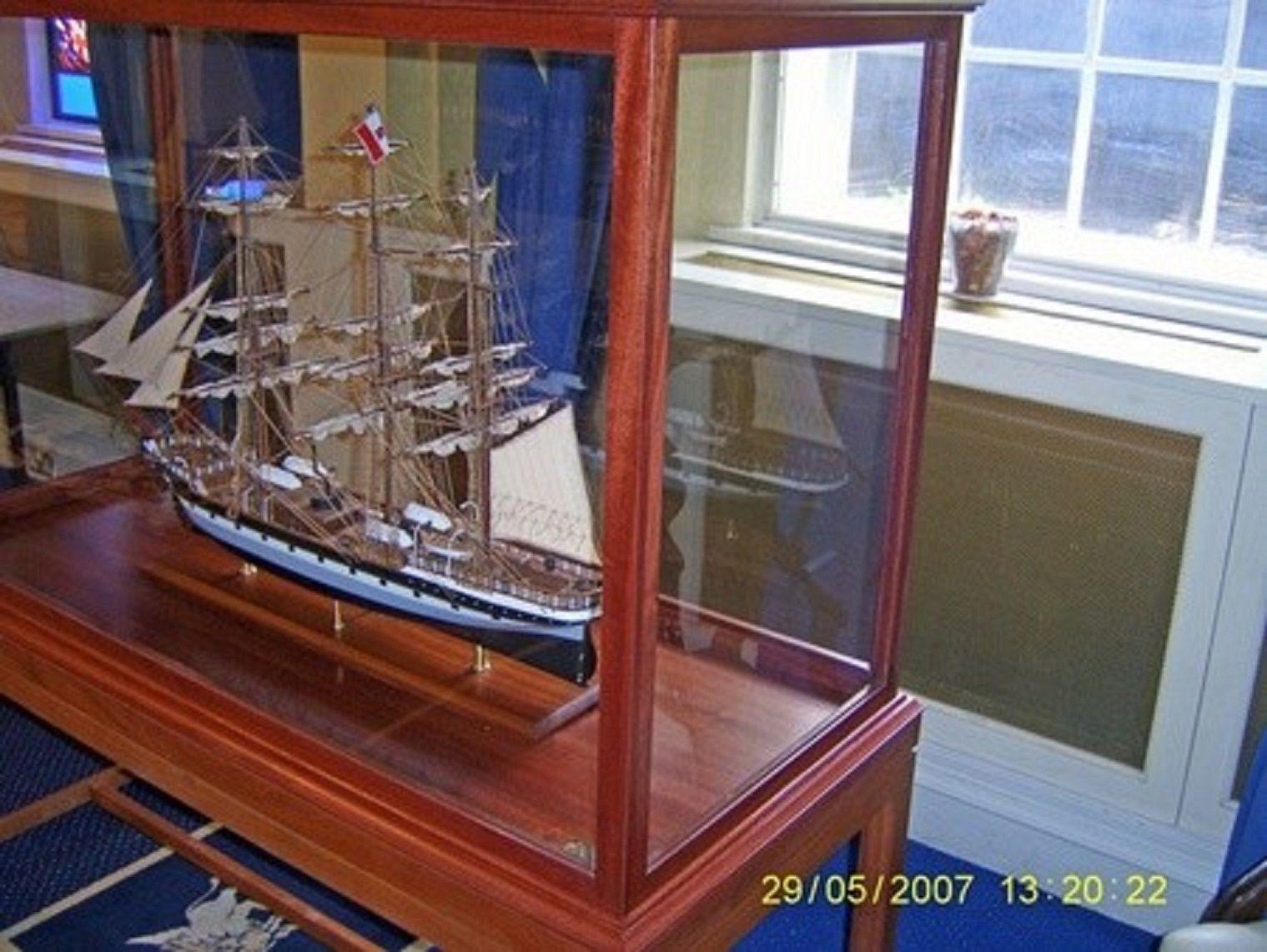 573-7236-Dunedin-Model-Ship-Premier-Range