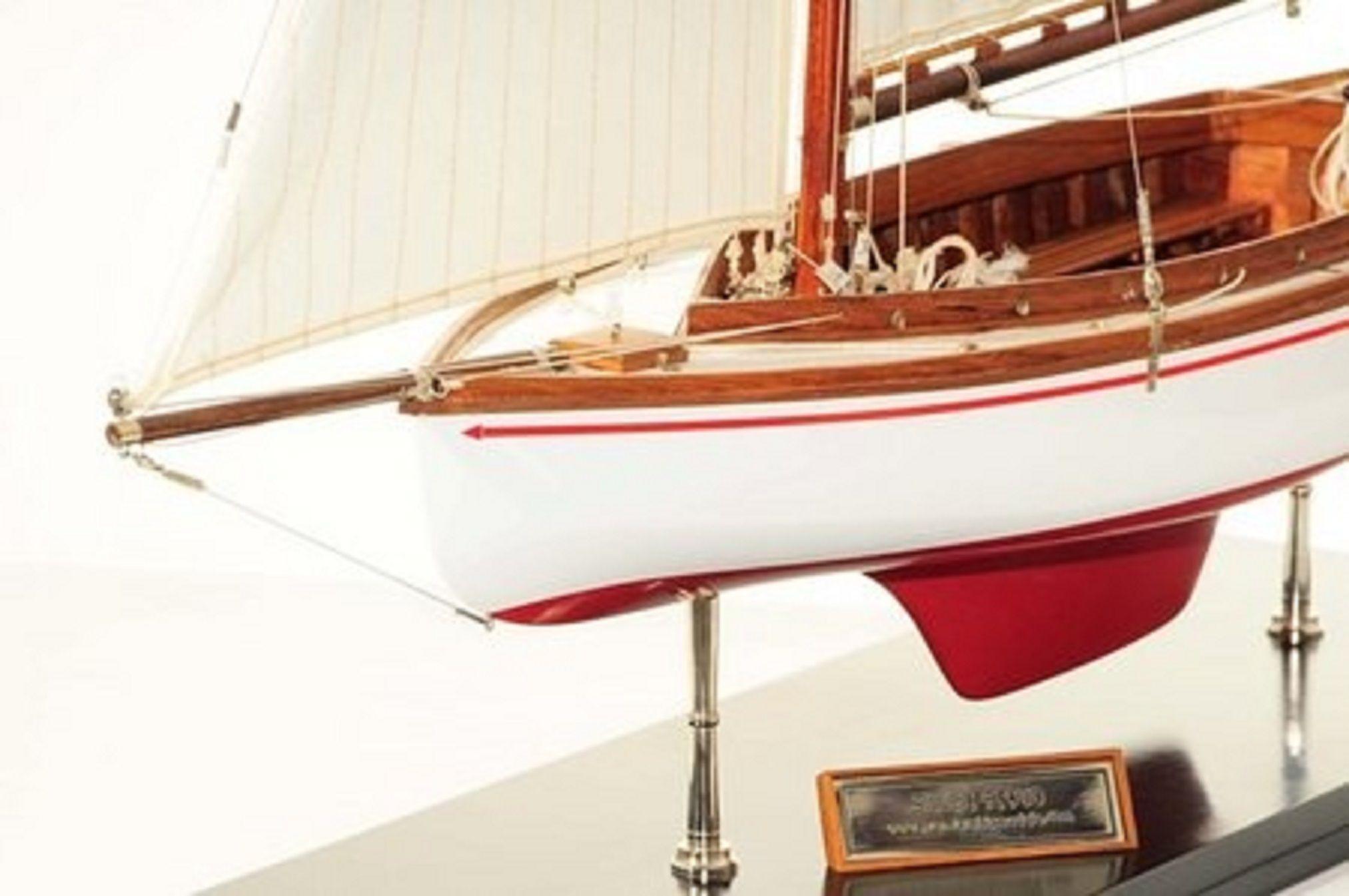 665-7625-Silver-Cloud-Model-Yacht-Premier-Range