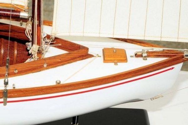 665-7629-Silver-Cloud-Model-Yacht-Premier-Range