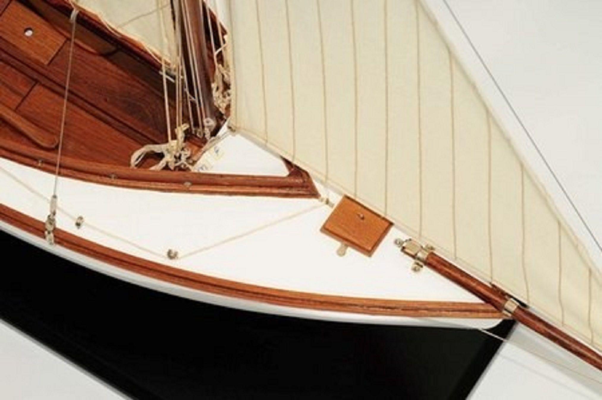 665-7631-Silver-Cloud-Model-Yacht-Premier-Range