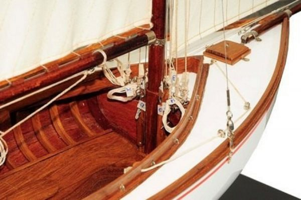 665-7633-Silver-Cloud-Model-Yacht-Premier-Range