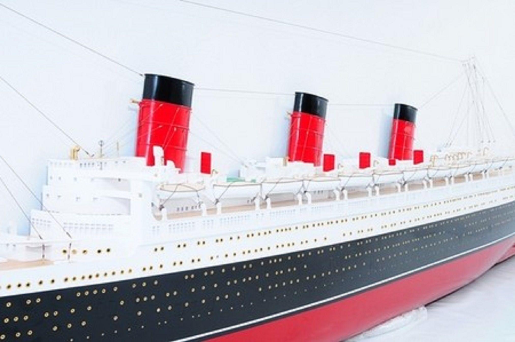 670-7588-RMS-Queen-Mary-Half-Model-Premier-Range