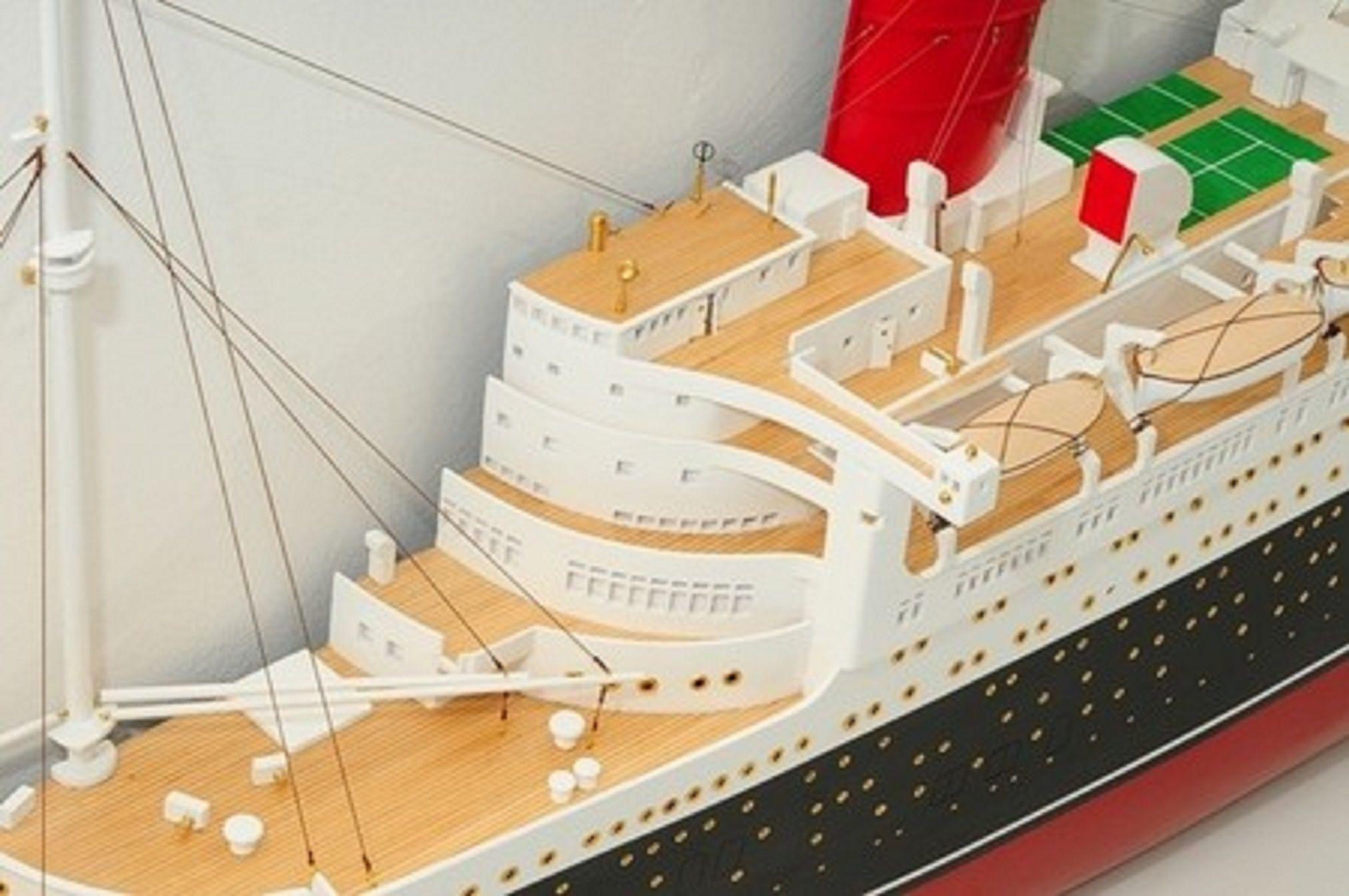 670-7590-RMS-Queen-Mary-Half-Model-Premier-Range