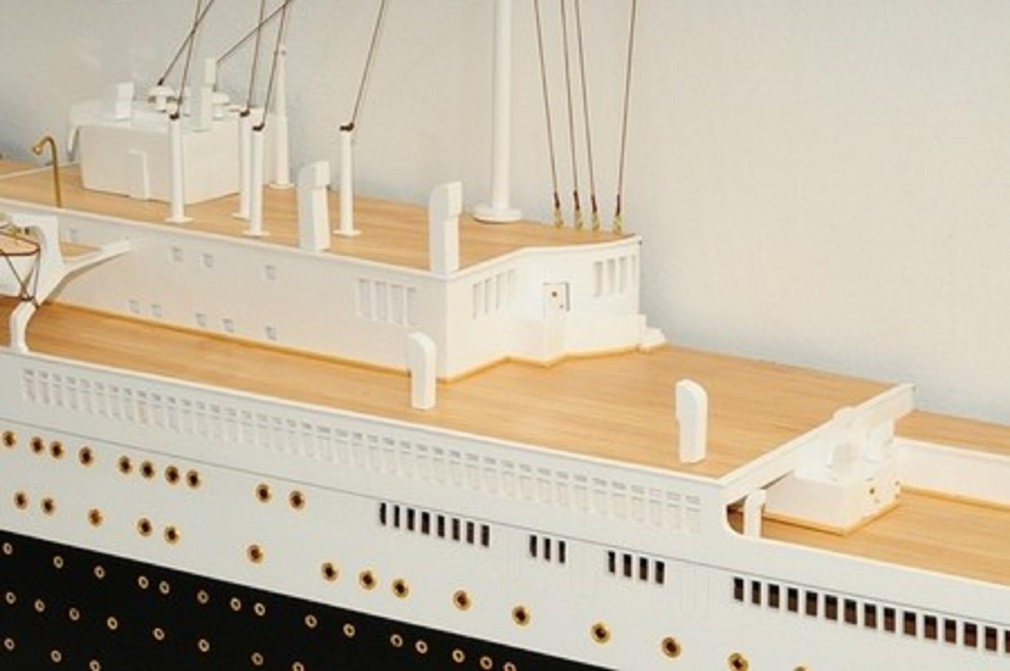 670-7591-RMS-Queen-Mary-Half-Model-Premier-Range