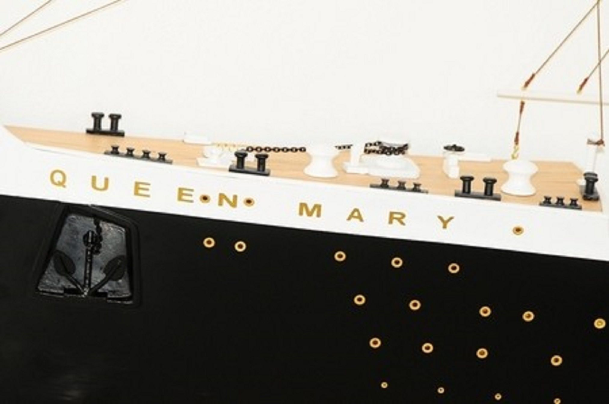 670-7595-RMS-Queen-Mary-Half-Model-Premier-Range