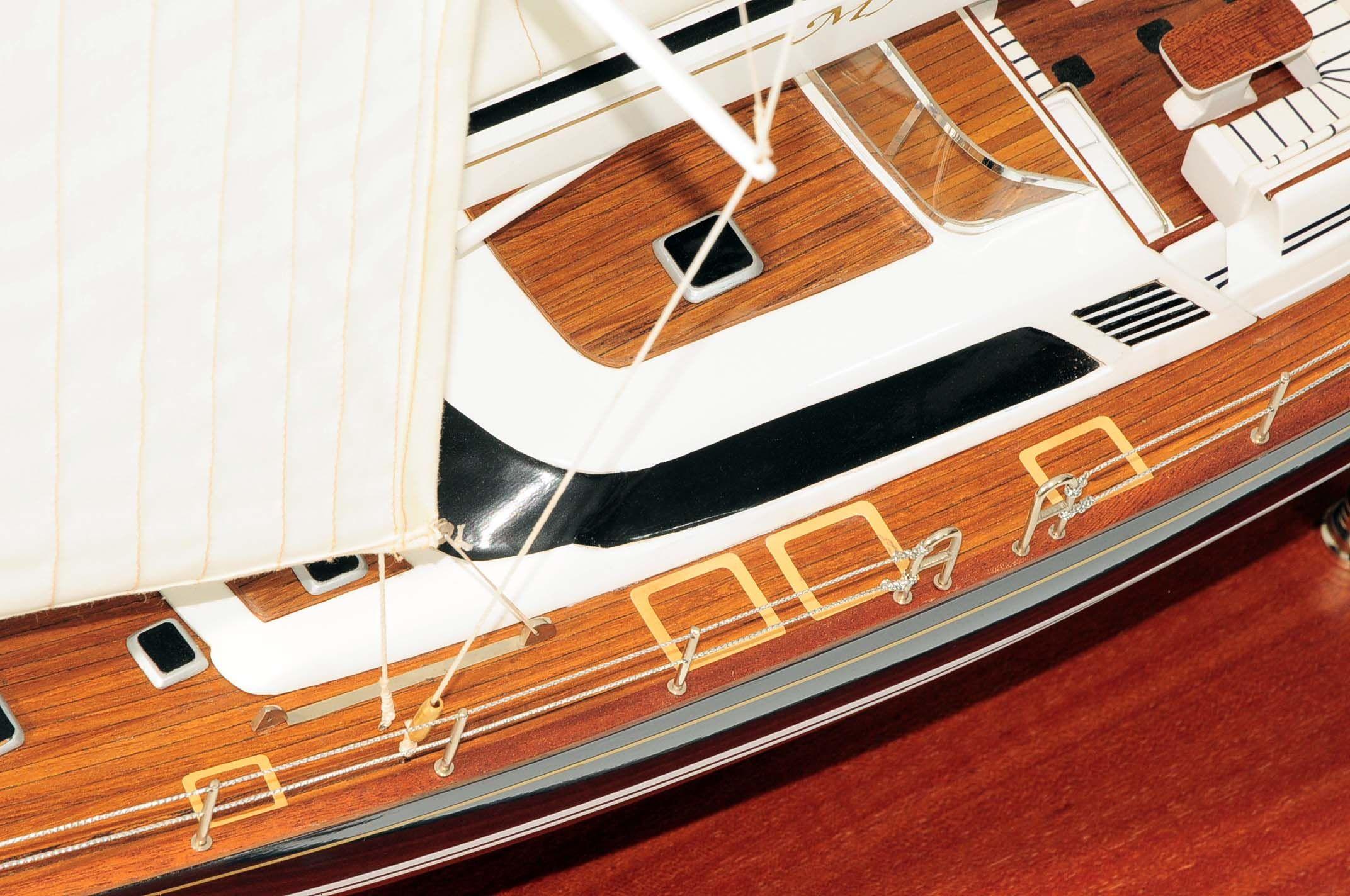 709-6077-Mystery-Model-Yacht