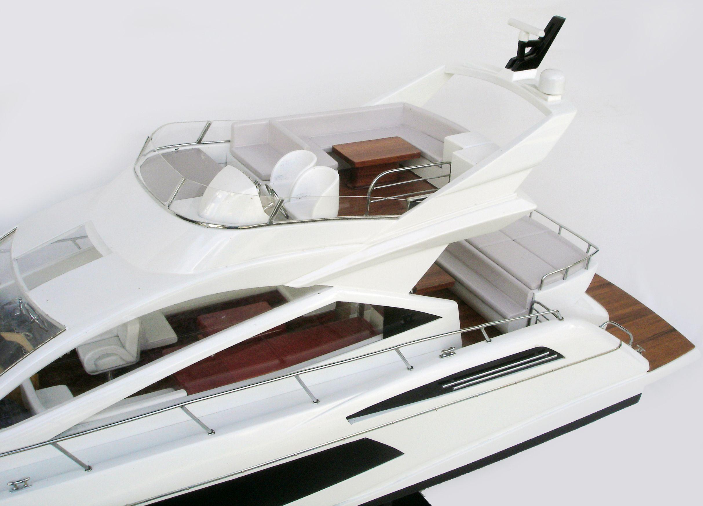 Sunseeker 68 Model Yacht - GN (CM0082P)